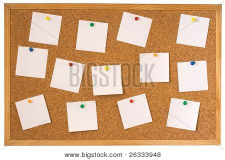 Cork Board mit fixierten weiß Notes isolated on white background