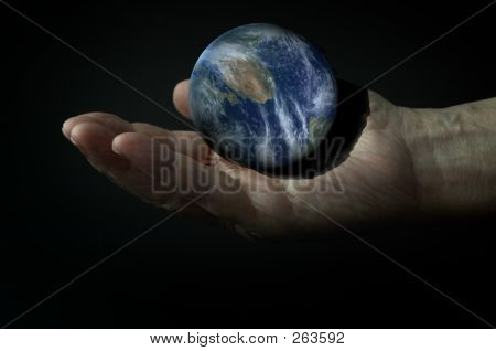 3d Earth On The Hand In The Dark