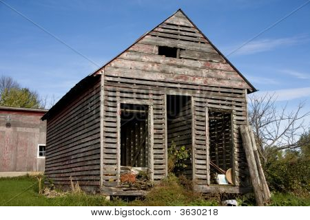 Old Corn Shed N Of Plato