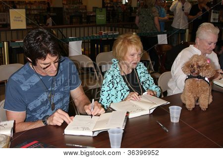 LOS ANGELES - AUG 18:  Ronn Moss, Lee Bell, Susan Flannery at the book signing for William Bell Biography at Barnes & Noble on August 18, 2012 in Ventura, CA