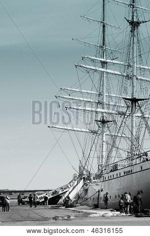 Angler and sailing ship