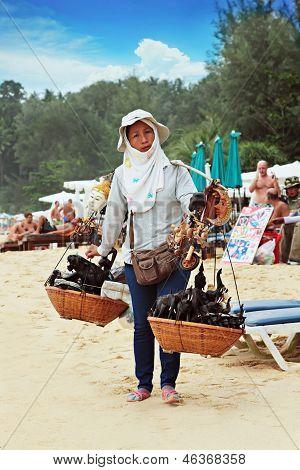 Mulher tailandesa vendendo Souvenirs