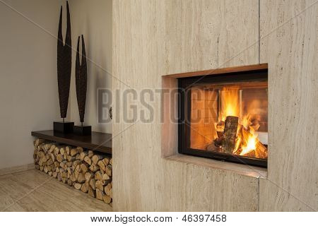 Casa de travertino: chimenea