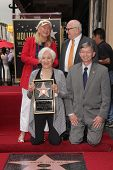 LOS ANGELES - MAY 24:  Diane Ladd, Ed Asner, Olympia Dukakis, Leron Gubler at the ceremony bestowing