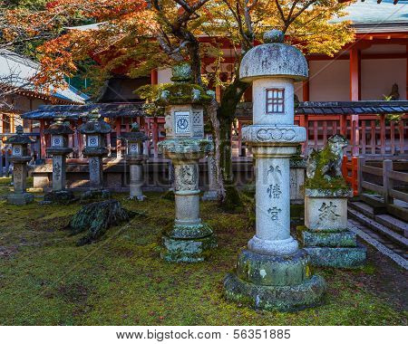 Tamukeyama Hachimangu shrine  in Nara autumn