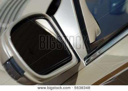 Lateral Mirror Of The Back Review