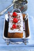 pic of pound cake  - pound cake with powdered sugar and berries - JPG
