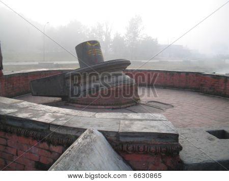 Inclinado Shiva Lingam