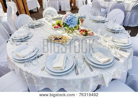 Banquet Round Table For Guests