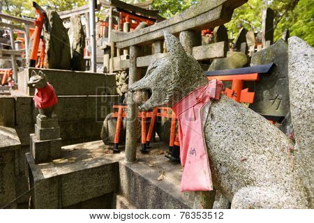 Stone fox (Inari messenger of God) statues at the Fushimi-Inari Taisha, Kyoto, Japan