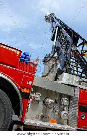 Escalera y bomba de bomberos