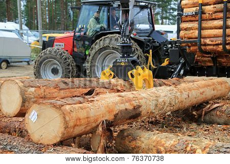Kesla Timber Grapple ProG 25 At Work Demo