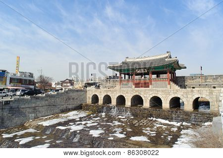 Suwon, Korea - February 07, 2010: Hwahongmun Of Hwaseong Fortress