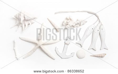 Martime decoration in white with starfish, shells and anchor.