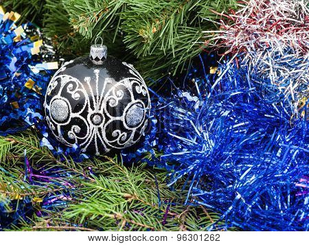 Black Glass Christmas Balls, Tinsel, Xmas Tree 1