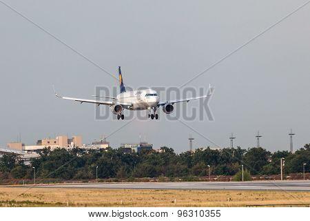 Lufthansa Airbus A320-200 Landing In Frankfurt Main