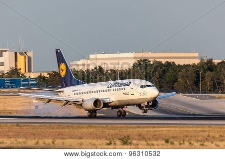 Lufthansa Boeing 737-500 Touchdown In Frankfurt Main