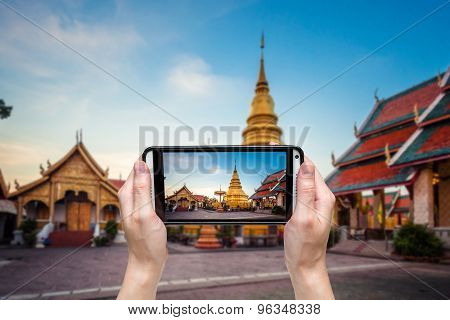 Hand Taking Photo At Wat Phra That Hariphunchai Was A Measure Of The Lamphun,thailand