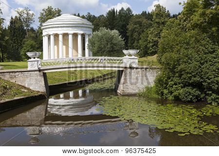 Pavlovsk. View of the bridge and cast iron Pavilion Temple of Friendship.