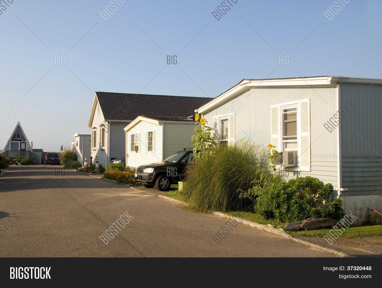 Mobile homes trailer park image photo bigstock - The mobile house on the unstable island ...
