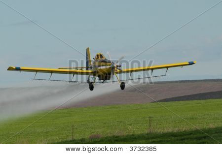 Crop Spraying Plane2