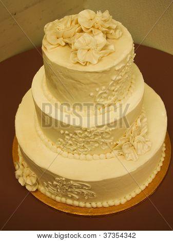 3 tier decorated wedding cake