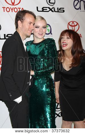 LOS ANGELES - 29 de setembro: Tyler Shields, Francesca Eastwood, Frances Fisher chega a Environ 2012