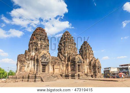 Buddhist Temple,phra Prang Sam Yod Pagoda