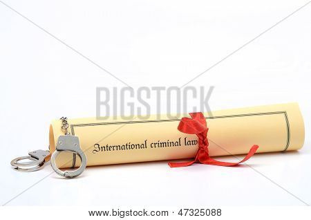 Handcuffs and International criminal law