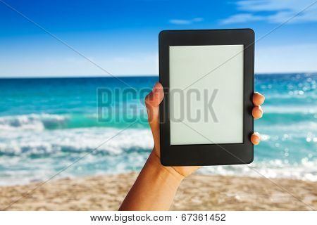 Man hand holding electronic device for reading