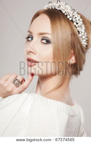 Portrait of glamour lady with fashion wreath