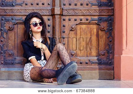 Extraordinary Girl Posing On The Ground