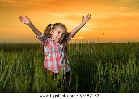 girl open arms at sunset