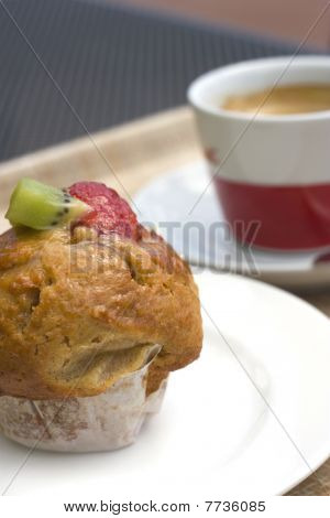 Strawberry And Kiwi Muffin With Coffee