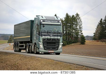Volvo FH 500 Semi Truck With Globetrotter Cab On The Road