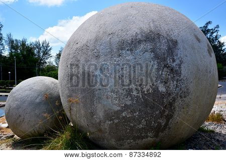 Spherical high statue