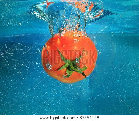 tomatoes in water