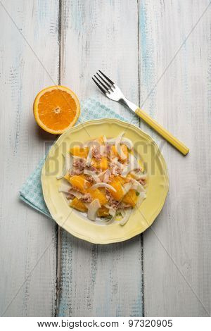 salad with tuna fennel and sliced orange