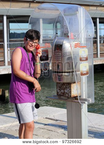 Venice, Ve - Italy. 18Th July, 2015: Young Tourist Guy With Camera Phones From The Old Phone Booth