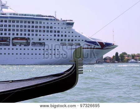 Venice, Ve - Italy. 14Th July, 2015: Cruise Ship And Gondola In The Venetian Lagoon
