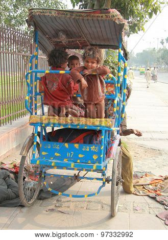 homeless children in Delhi, India