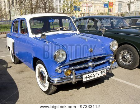 Retro Car Moskvich