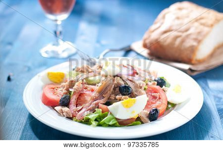 Nicoise salad with egg anchovies onions lettuce and tuna