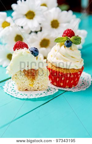 cupcakes with summer berries