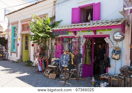 Shopping stores in Cunda Island
