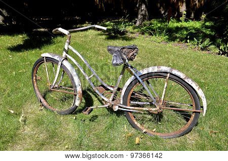 Old wrecked bicycle