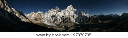Mount Everest (8,848 m) and the Khumbu Glacier from the summit of Kala Patthar (5,644 m) in Khumbu region, Himalayas, Nepal.