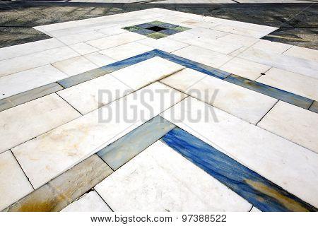 Direction  Sanpietrini Busto Arsizio     Pavement Of A   Marble