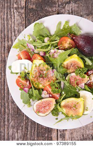 vegetable salad with fresh fig