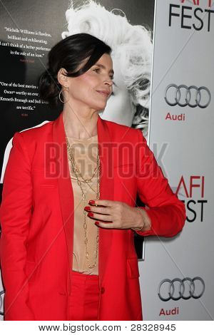 LOS ANGELES - NOV 6:  Julia Ormond arrives at the